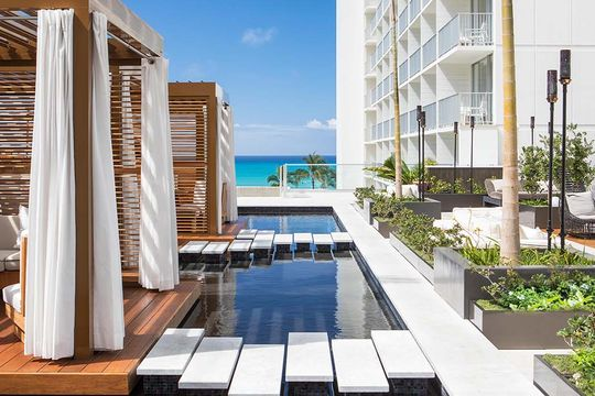 Alohilani Resort pool cabana