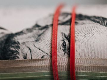 Sounding Off: Follow the smart money with investments