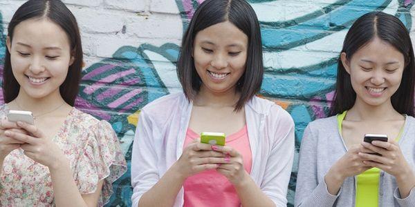 Instant messaging flies into travel - WeChat adds flight booking service