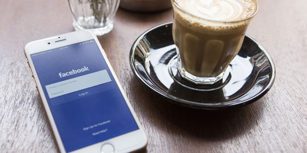 Facebook continues content push by adding critic reviews to restaurant pages