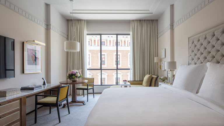 A guestroom at Four Seasons Hotel Madrid