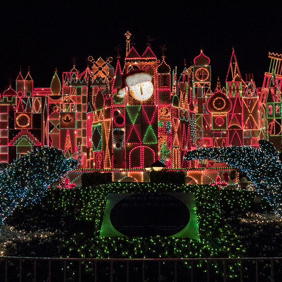 Holiday Celebrations Return to Theme Parks for 2021
