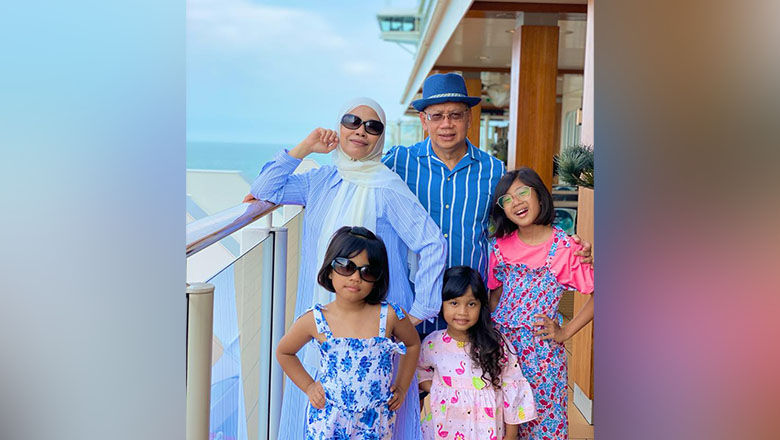 Noormah Bte Salim, an avid cruiser, enjoying her seacation on board World Dream with her husband and three granddaughters.