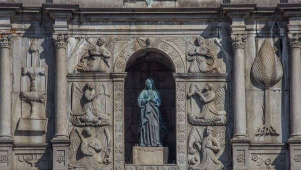 这一近距离特写照片展示了圣保罗大教堂遗址的风采,它是每年9月和10月澳门标志性灯光节的主要景点之一。