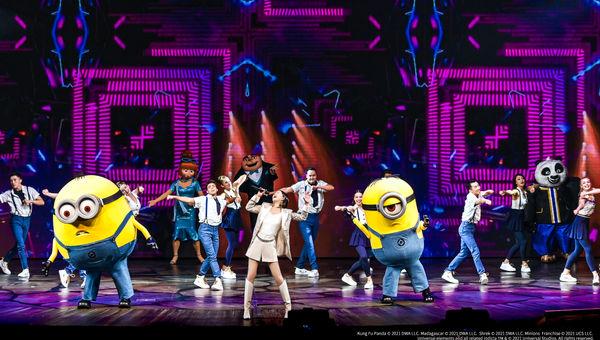 """盛大开园仪式上歌手谭维维献唱北京环球度假区主题曲 """"This is Universal"""",以欢快动听的歌唱演绎精彩纷呈、与众不同的环球体验。"""
