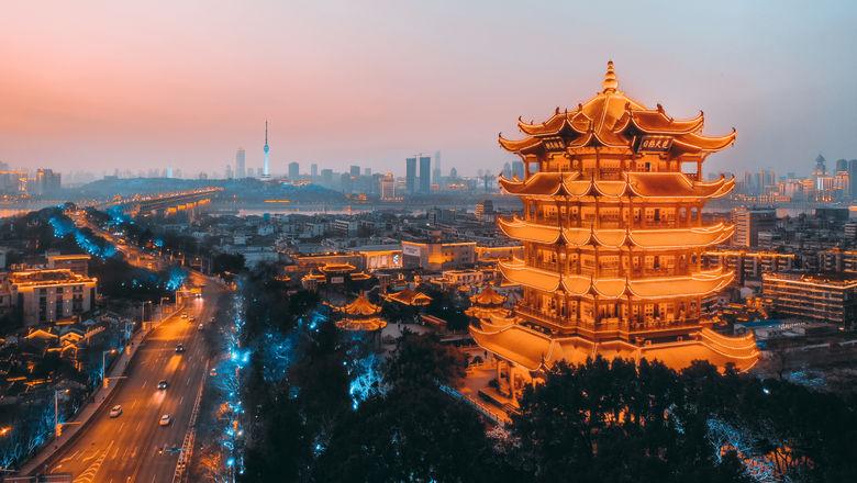 万豪:诗词游国庆,六城探山河