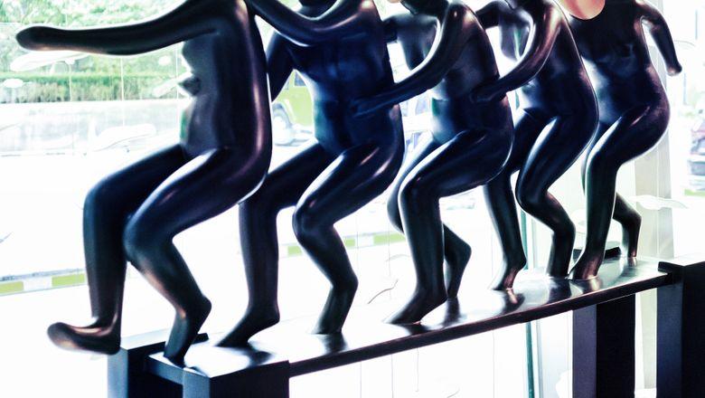 "JEN北京新国贸饭店携手北京设计周举办《""世界是银色的""当代先锋艺术展》"