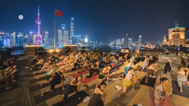 """上海半岛酒店联袂lululemon举办""""月光瑜伽""""活动"""