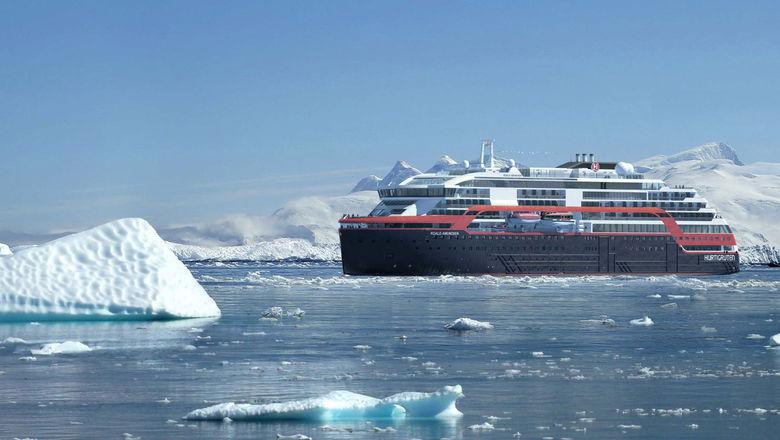 T1004ROALDANTARCTICA_C_HR [Credit: Hurtigruten]