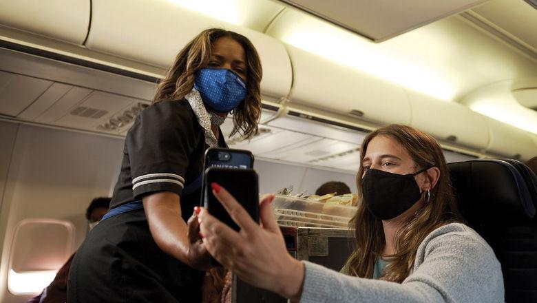 T1011OnboardScanning_c_HR [credit: Courtesy of United Airlines]