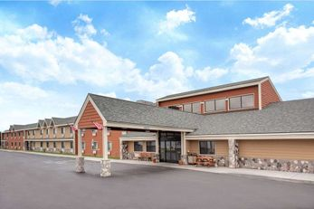 AmericInn Lodge & Suites Calumet