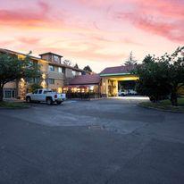 Best Western Plus Parkway Inn