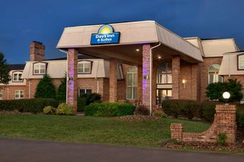 Days Inn and Suites by Wyndham Sikeston