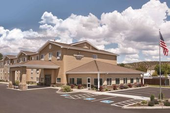 Country Inn & Suites Prineville