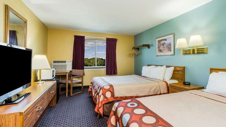 Super 8 Fergus Falls Room
