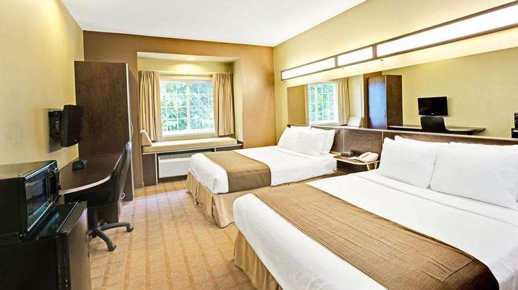 Microtel Inn & Suites Bryson City Room