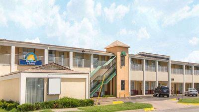 Days Inn & Suites Wichita East