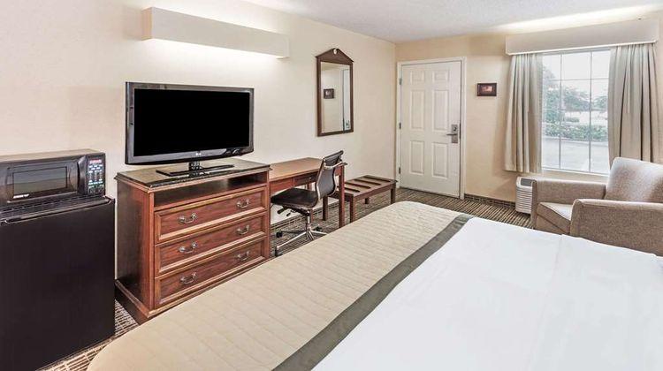 Baymont Inn & Suites Valdosta Room