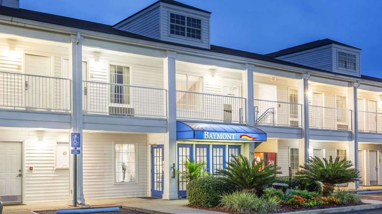Baymont Inn & Suites Valdosta Exterior
