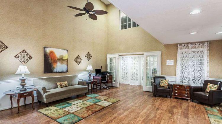 Baymont Inn & Suites Valdosta Lobby
