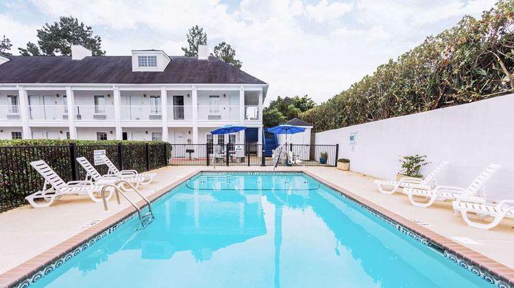 Baymont Inn & Suites Valdosta Pool