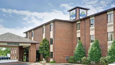 Days Inn & Suites Hickory