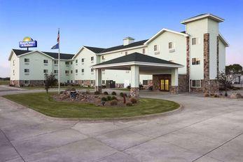 Days Inn & Suites Columbus East