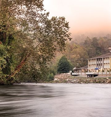 Best Western Plus River Escape Inn & Sts