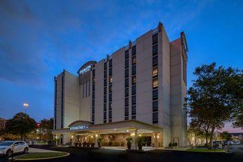 DoubleTree by Hilton Philadelphia Arpt