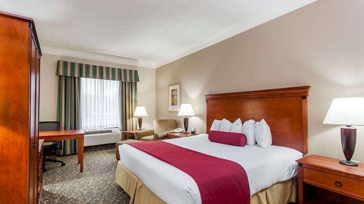 Baymont Inn & Suites Madisonville Suite