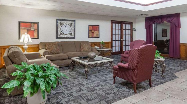 Baymont Inn & Suites Madisonville Lobby
