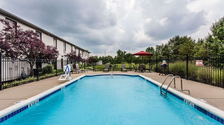 Baymont Inn & Suites Madisonville Pool