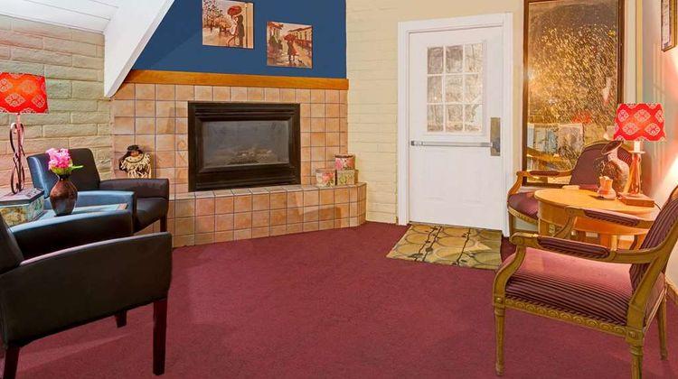 Howard Johnson Albuquerque Midtown Lobby