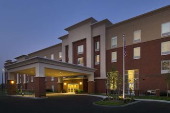 Hampton Inn & Suites Carrier Circle