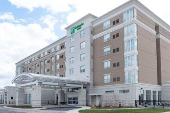 Holiday Inn & Suites Farmington Hills