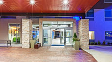 Holiday Inn Express & Suites Tulsa West