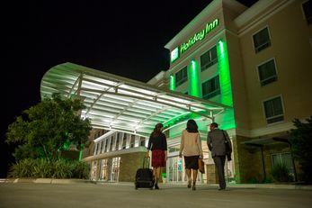Holiday Inn & Suites-Convention Center