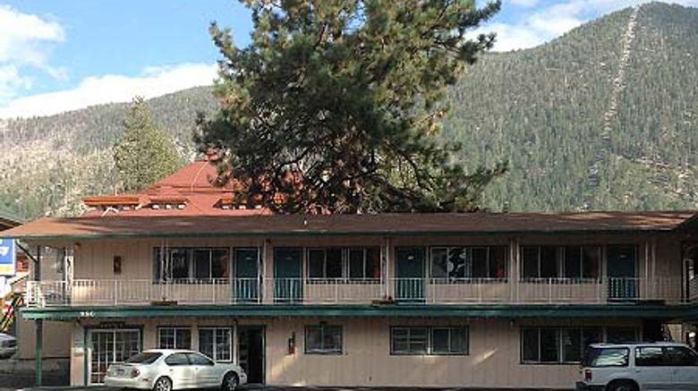 Stateline Economy Inn  and  Suites Exterior