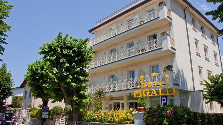 Hotel Pigalle Exterior