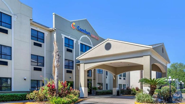"""Comfort Suites Near the Galleria Exterior. Images powered by <a href=""""http://web.iceportal.com"""" target=""""_blank"""" rel=""""noopener"""">Ice Portal</a>."""