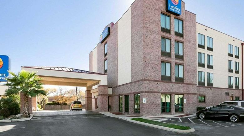"""Comfort Inn  and  Suites Airport Exterior. Images powered by <a href=""""http://web.iceportal.com"""" target=""""_blank"""" rel=""""noopener"""">Ice Portal</a>."""