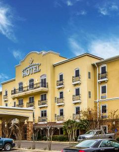 Evangeline Downs Hotel