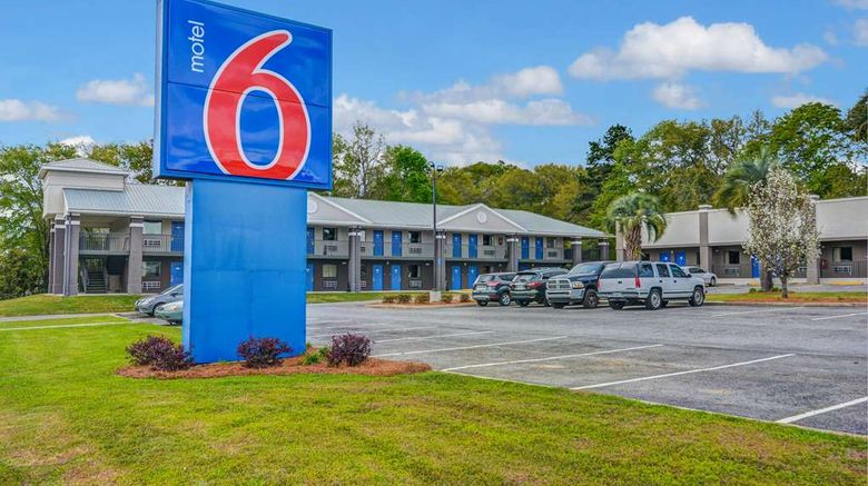 """Motel 6 Moultrie Exterior. Images powered by <a href=""""http://web.iceportal.com"""" target=""""_blank"""" rel=""""noopener"""">Ice Portal</a>."""