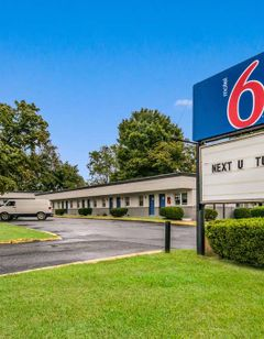 Motel 6 Tinton Falls