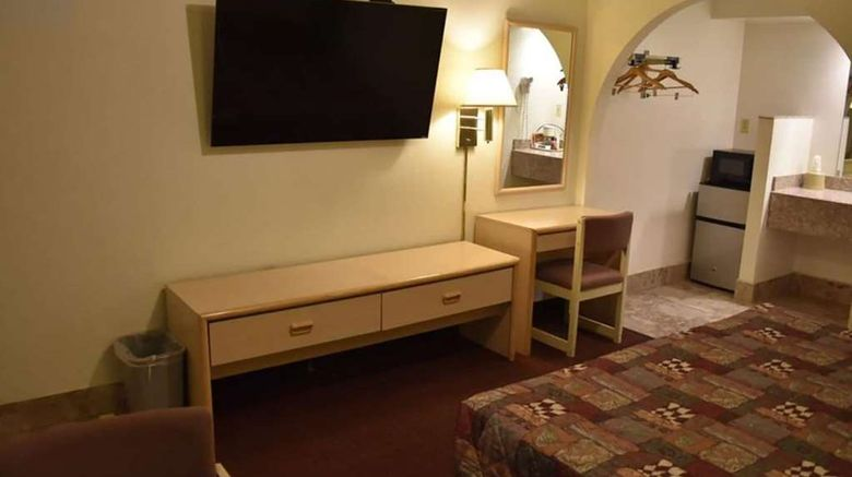 """Travelodge by Wyndham Farmington Room. Images powered by <a href=""""http://web.iceportal.com"""" target=""""_blank"""" rel=""""noopener"""">Ice Portal</a>."""