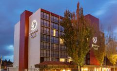 Red Lion Inn & Suites, Governor Hotel