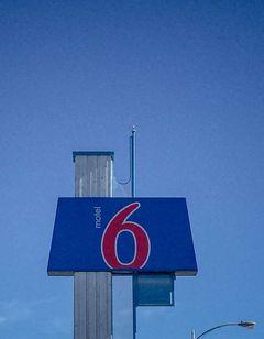 Motel 6 Hawthorne