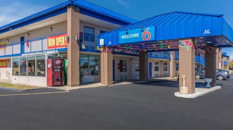 """Motel 6 Madisonville Exterior. Images powered by <a href=""""http://web.iceportal.com"""" target=""""_blank"""" rel=""""noopener"""">Ice Portal</a>."""