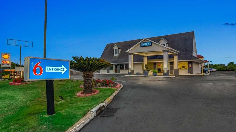 """Motel 6 Byron GA Exterior. Images powered by <a href=""""http://web.iceportal.com"""" target=""""_blank"""" rel=""""noopener"""">Ice Portal</a>."""