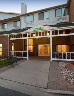 Country Inn & Suites Fargo